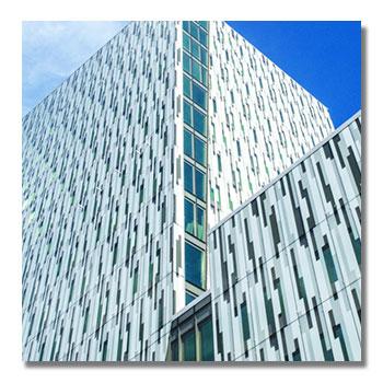 Fassadenreinigung von Elementfassade in Innsbruck
