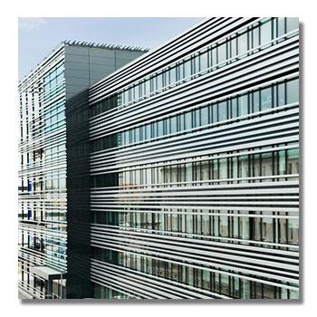 Fassadenreinigung von Lamellenfassade in Innsbruck
